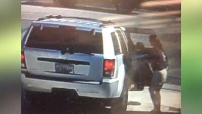 'Los Ángeles en un Minuto': buscan a sospechosa que habría robado paquete dentro de una propiedad en Los Ángeles