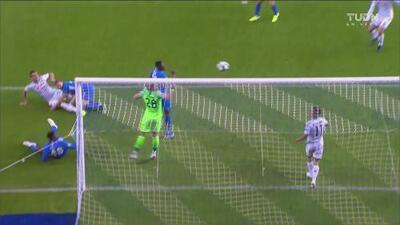El portero se la quita al 'Chucky'! El Genk se salva hasta tres veces del gol del Napoli