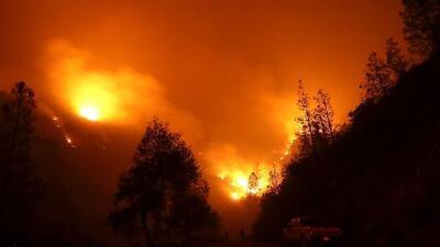 Incendio Holy ha consumido más de 3,300 acres y avanza hacia áreas pobladas en California