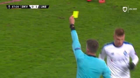 Tarjeta amarilla. El árbitro amonesta a David Hovorka de FK Jablonec