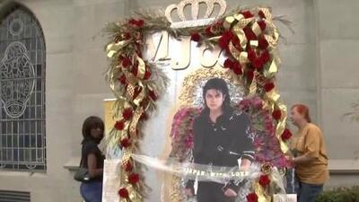 Fanáticos de Michael Jackson en Los Ángeles conmemoran el décimo aniversario su muerte