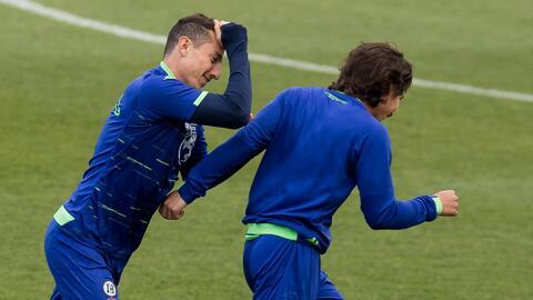 """""""Parezco, pero no soy su papá"""", Guardado aclaró el 'incidente' del Aeropuerto con Diego Lainez"""