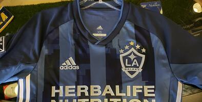 La playera que portará 'Chicharito' en L.A. Galaxy