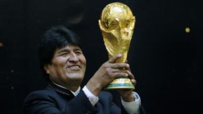 Evo Morales dice que jugará en la liga boliviana para incentivar el deporte en su país