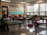 Distrito y maestros de Oakland acuerdan regresar tiempo completo a las escuelas... pero hasta el otoño