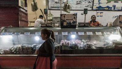 Cuando el salario mínimo solo da para un kilo de queso: la cruel agonía de la economía venezolana