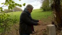 Un granjero movió una piedra para pasar con su tractor y modificó por accidente la frontera de su país