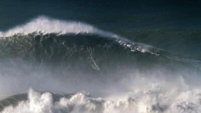 Florence está produciendo olas de 83 pies en mar abierto