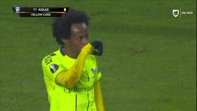 Tarjeta amarilla. El árbitro amonesta a Amin Soleiman Askar de Sarpsborg 08