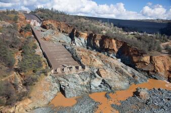 La gran cicatriz de Oroville: así destrozó el agua la ladera de la represa californiana
