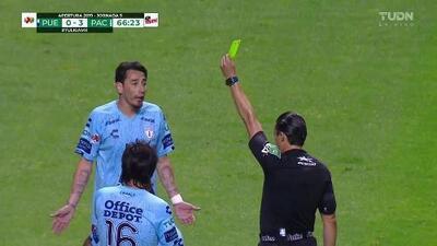 Tarjeta amarilla. El árbitro amonesta a Rubens Sambueza de Pachuca