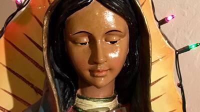 """Las misteriosas """"lágrimas"""" de una virgen de Guadalupe atraen feligreses a Fresno"""