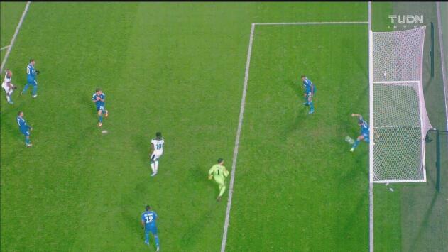 ¡Se viste de héroe! Bonucci salva a la Juventus en la línea