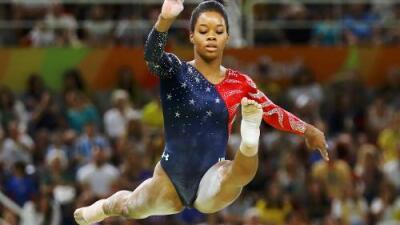 La gimnasta olímpica Gabby Douglas se une a denuncias de que fue abusada sexualmente por el médico de su equipo