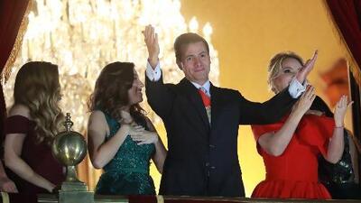 Peña Nieto, blanco de las críticas por el extraño corazón que formó con sus manos en El Grito