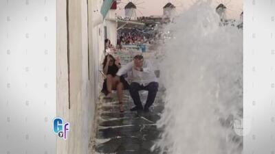 ¡A Raúl y Mia de Molina casi se los lleva una ola en Grecia!