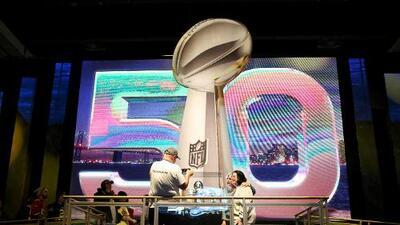 Cronistas de Panthers y Broncos en español, en duelo previo al Super Bowl 50