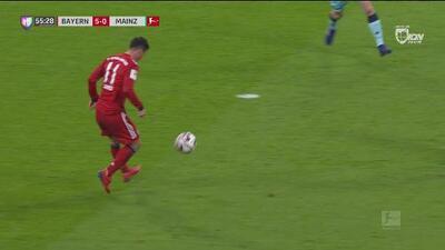 ¡Se lleva la pelota a casa! James definió como todo un crack y pone el 5-0 ante el Mainz