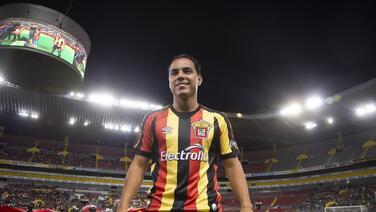 Omar Bravo sale del retiro para jugar con Leones Negros
