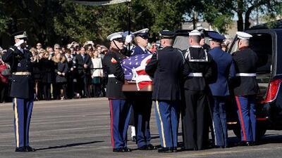 En video: Así fue el homenaje a George Bush padre en el aeropuerto Ellington