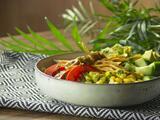 Ensalada bowl con pollo a la plancha
