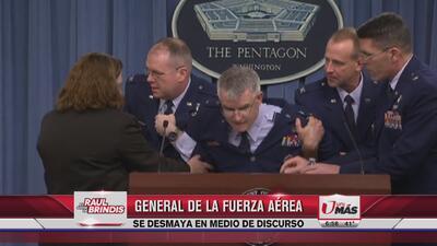 General de la fuerza aérea se desmaya en medio de discurso