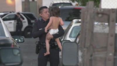 Autoridades buscan a familiares de una niña de 2 años que sobrevivió a un presunto homicidio-suicidio en California