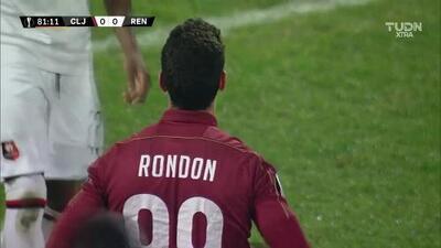 Tiro desviado de Mario Rondón