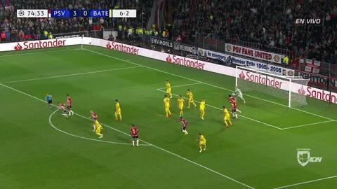 Stanislav Dragun despeja el balón y aleja el peligro
