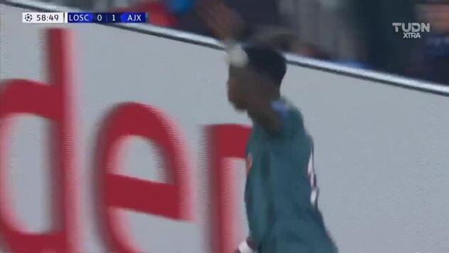 Promes puso el segundo del Ajax en Francia