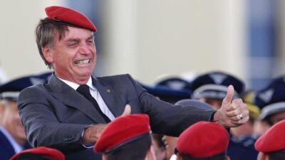 Polémico como Trump y exmilitar populista como Chávez: así es el ultraderechista que presidirá Brasil