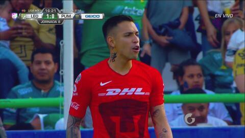 ¡Hay portero! Fernando Navarro dispara con potencia y Saldívar ataja