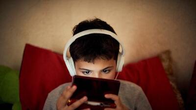 El tiempo excesivo frente a la pantalla merma las capacidades de los niños, advierte estudio