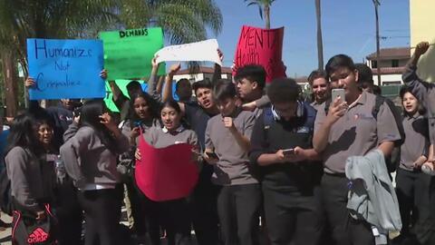 Comparándola con una cárcel, estudiantes protestaron contra una escuela charter en Lincoln Heights