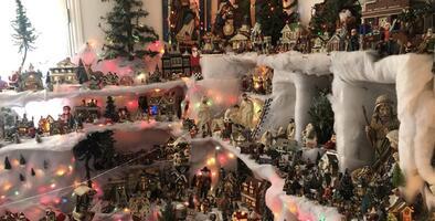 """""""Me siento muy feliz de poder dar gracias a Dios de esta forma"""": mujer que decora su casa con miles de ornamentos navideños cada año"""