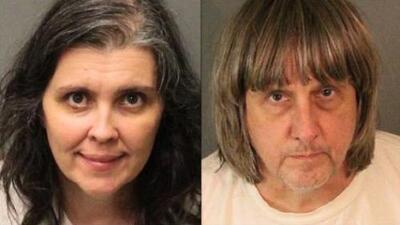 Una pareja es arrestada por haber mantenido encadenados a sus 13 hijos en California