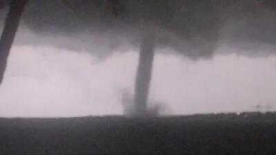 En video: Las espectaculares imágenes del tornado que tocó tierra en Dallas