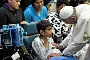 Papa lleva ilusión a niños enfermos