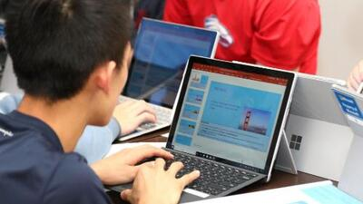 Organizaciones unen esfuerzos para informar sobre las oportunidades a jóvenes autistas que se gradúan de secundaria