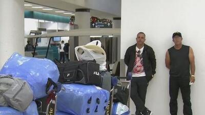 Cientos de cubanos varados en aeropuerto de Miami esperan con expectativa su posible salida hacia la isla
