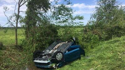 """""""El árbol aplastó el auto como un pancake"""": 3 muertos y al menos 12 heridos por tornados en Texas"""