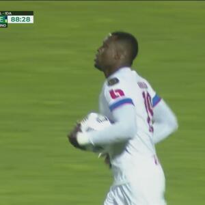 ¡Tiene vida el Olimpia! Yustin Arboleda fusila a Ochoa para el 1-2