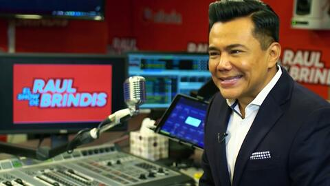 Raúl Brindis recuerda con alegría la casualidad que lo llevó a la radio (cuando quería ser futbolista o cantante)