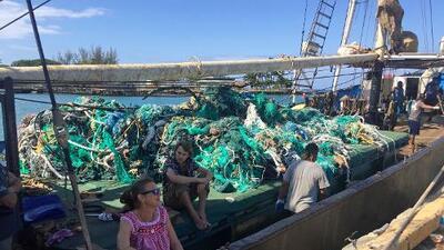 Ambientalistas extraen 40 toneladas de redes del Pacífico para evitar daños a la fauna marina