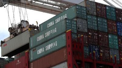 El déficit comercial de EEUU se dispara a su máximo en la última década