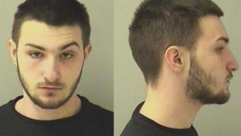 Joven es señalado de robar y engañar a un hombre en Aurora por medio de una aplicación de citas