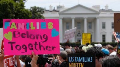 ¿A papá o a mamá?: agentes fronterizos piden escoger a una niña de 3 años a quién deben enviar a México, según la familia
