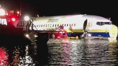 Un avión con 136 pasajeros a bordo termina dentro de un río de Florida