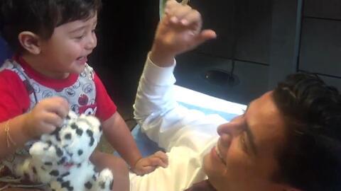 Detrás de cámaras: A Baby Joshua le encanta acompañar a su papá Orlando al trabajo