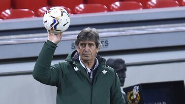 Manuel Pellegrini expresa su deseo de continuar en el Betis